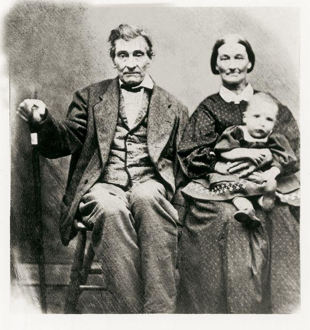 James y Drusilla D. Hendricks con un niño