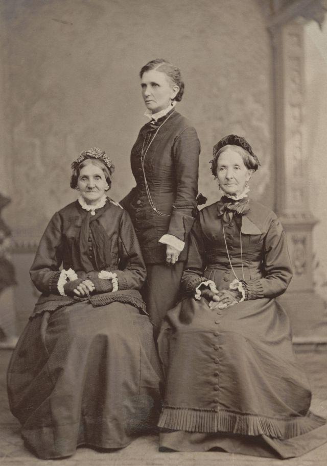 Elizabeth Ann Whitney, EmmelineB. Wells y ElizaR. Snow.