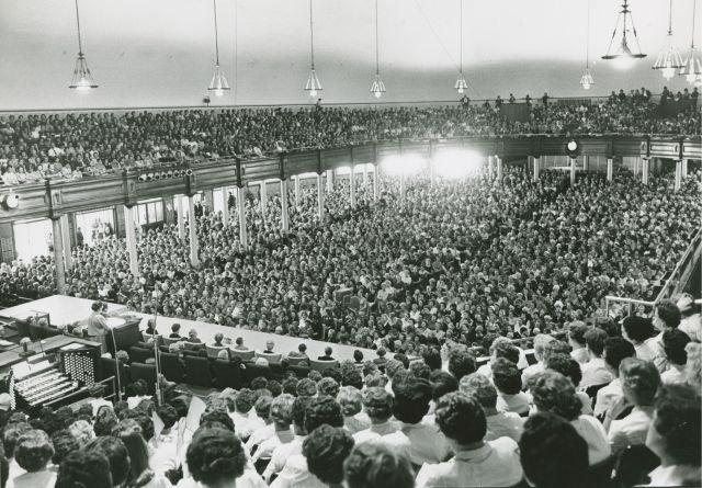 multitud de mujeres en el Tabernáculo de Salt Lake
